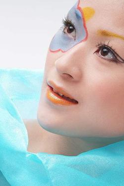 日系甜美微笑眼妆的画法 让你更加有亲和力