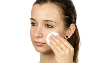 女子网购护肤品  险些毁容
