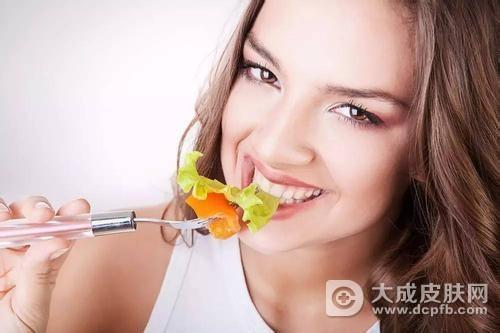 夏天怎么吃西红柿更美白