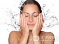 过度清洁角质层会导致皮肤干燥 易患湿疹