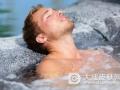 医生提醒皮肤敏感人群尽量不要泡温泉