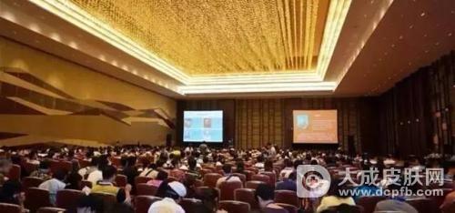 4月15日下午,中美医疗健康圆桌会议在济南召开,深化交流、促进合作,协力推动医养健康产业发展。省委副书记、省长龚正,美国驻华大使泰里·布兰斯塔德出席并致辞。