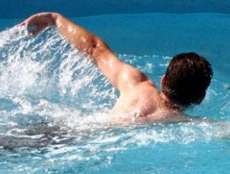 白癜风患者能游泳吗,吃什么水果比较好?白癜风患者最关心的问题,答案在这里